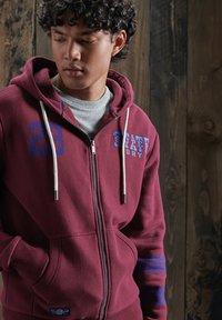 Superdry - Zip-up hoodie - deep port - 1