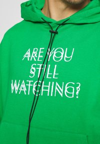 Night Addict - WATCH UNISEX - Hoodie - green - 5