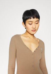 Abercrombie & Fitch - Long sleeved top - tan - 4
