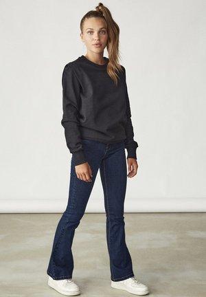 RUNDHALSAUSSCHNITT - Sweater - black