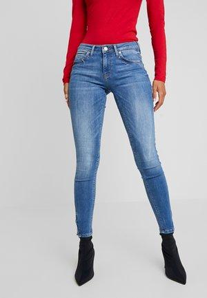 ONLKENDELL - Jeans Skinny Fit - medium blue denim