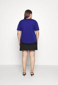 Anna Field Curvy - Basic T-shirt - blue - 2