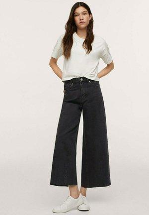 CULOTTE MET GERAFELDE - Jeans a zampa - black denim
