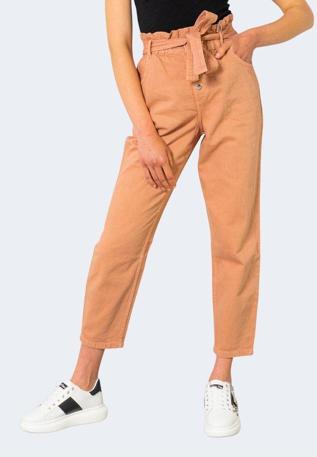 ONLOVA LIFE - Jeans baggy - beige