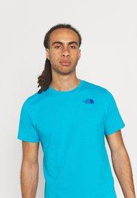 The North Face - FOUNDATION GRAPHIC TEE - Camiseta estampada - meridian blue - 3
