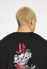 Brave Soul - FIRE - Print T-shirt - black - 4