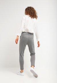 ONLY - POPTRASH EASY COLOUR PANT - Bukse - medium grey melange - 2