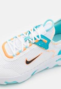 Nike Sportswear - REACT LIVE UNISEX - Tenisky - white/black/total orange/chlorine blue - 5
