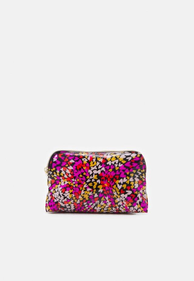DORSA - Kosmetická taška - black