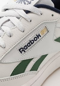Reebok Classic - CLUB REVENGE - Zapatillas - porcelain/utility green/vector navy - 5