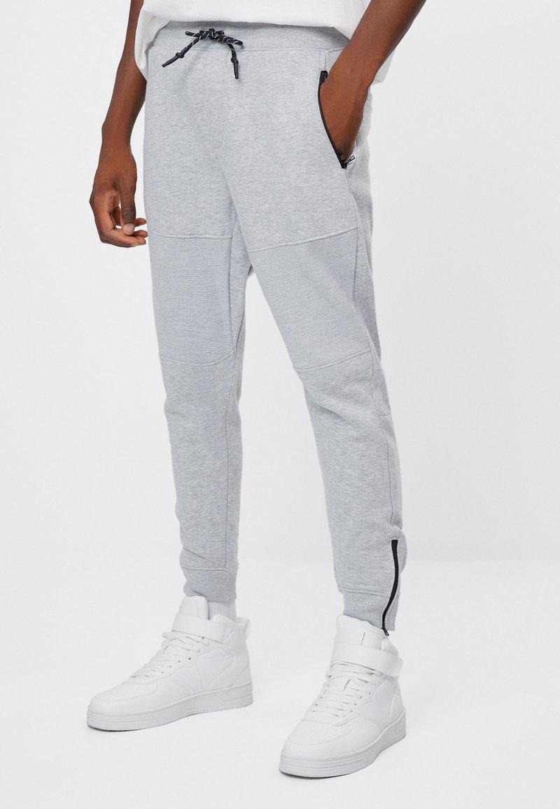 Bershka - Spodnie treningowe - light grey