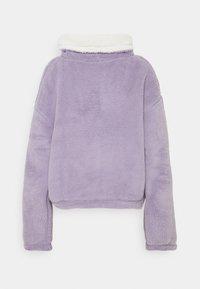 Hollister Co. - REVERSIBLE SHERPA - Bluza z polaru - purple/grey - 1