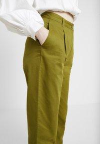 Monki - JAINEY TROUSERS - Bukse - green - 5