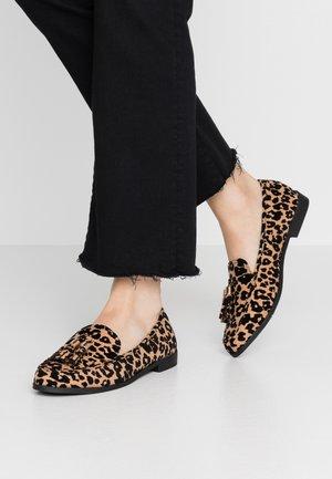 LILLIE LOAFER - Nazouvací boty - brown