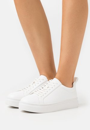 SLIM LACES COURT TRAINERS - Tenisky - white