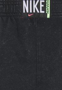 Nike Sportswear - WASH  - Shorts - black - 5