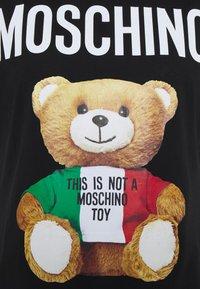 MOSCHINO - Print T-shirt - fantasy print black - 2