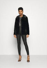 Vero Moda - VMVALLIRIO JACKET - Classic coat - black - 1