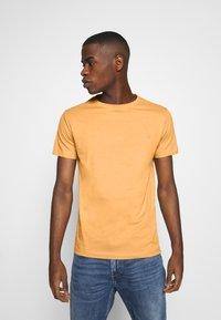 Replay - 2 PACK  - Basic T-shirt - light orange/brown - 3