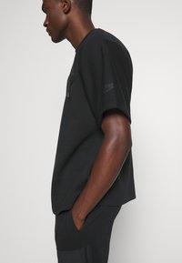 Nike Sportswear - Print T-shirt - black - 4