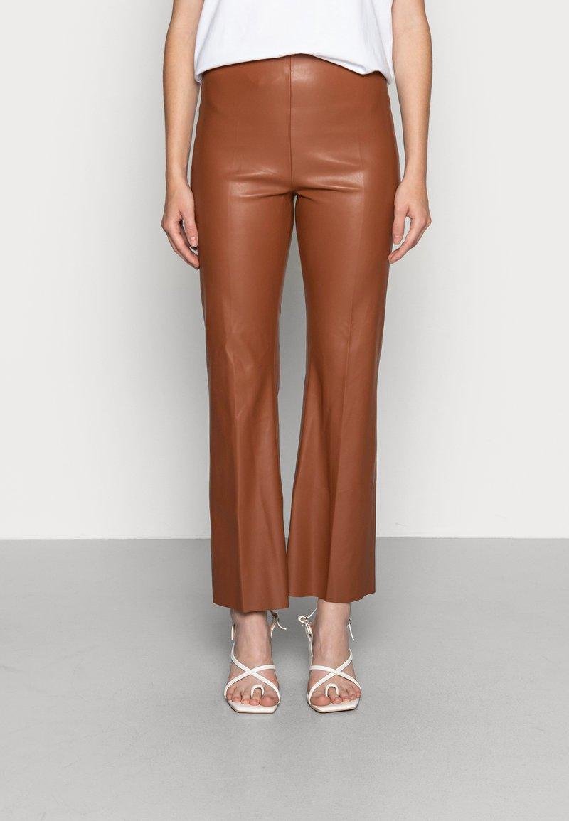 Soaked in Luxury - KAYLEE KICKFLARE PANTS - Pantalon classique - rubber