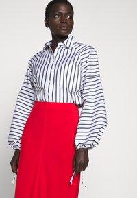 Filippa K - MARGARET SKIRT - Pouzdrová sukně - red orange - 3