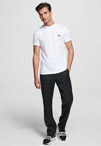 KARL LAGERFELD - IKONIK - Camiseta básica - white - 1