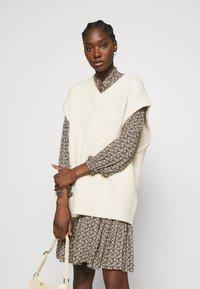 Second Female - FRANK DRESS - Robe d'été - black - 3