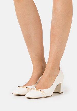 ROMY - Classic heels - creme