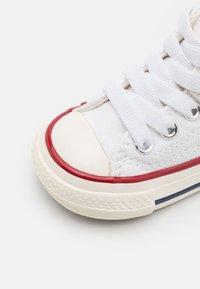 Converse - CHUCK 70 VINTAGE UNISEX - Sneaker high - white/black/egret - 5