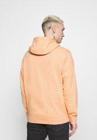 Nike Sportswear - HOODIE - Hoodie - apricot agate/smoke grey - 2