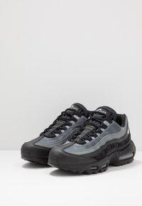 Nike Sportswear - AIR MAX 95 ESSENTIAL - Sneakersy niskie - black/white/smoke grey - 2