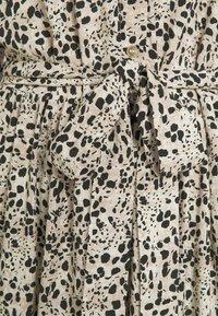 Object Tall - OBJHESSA MIDI DRESS TALL - Shirt dress - sandshell/animal dots - 2