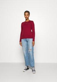 Levi's® - BABY TEE - T-shirt à manches longues - biking red - 1