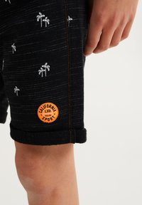 WE Fashion - MET PALMBOOMOPDRUK - Shorts - black - 2