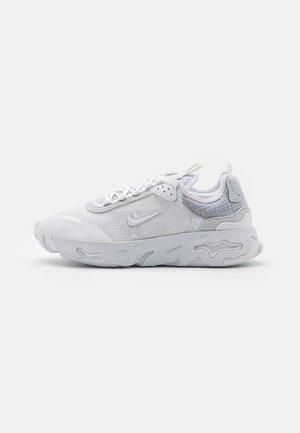 REACT LIVE UNISEX - Sneakersy niskie - white/pure platinum