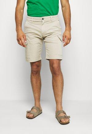 BERMUDA CARGO - Shorts - beige