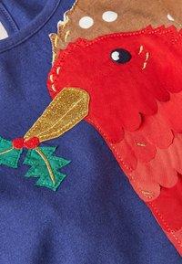 Boden - Jersey dress - segelblau, rotkehlchen - 2