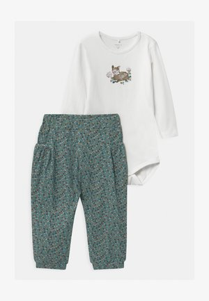 NBFODA BABY SET - Trousers - bright white