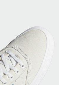 adidas Originals - 3MC VULCANIZED SHOES - Matalavartiset tennarit - white - 5