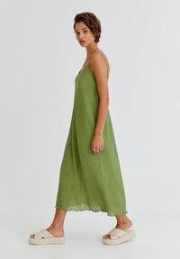 PULL&BEAR - MIT LOCHMUSTER - Day dress - light green - 1
