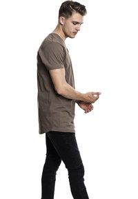 Urban Classics - SHAPED LONG TEE DO NOT USE - T-shirt basic - army green - 4