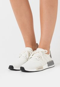 adidas Originals - NMD_R1 BOOST SPORTS INSPIRED SHOES - Sneakers basse - offwhite/core brown/grey three - 0
