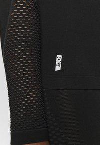 ONLY Play - ONPJAMINA SLIM CIRCULAR - Treningsskjorter - black - 6