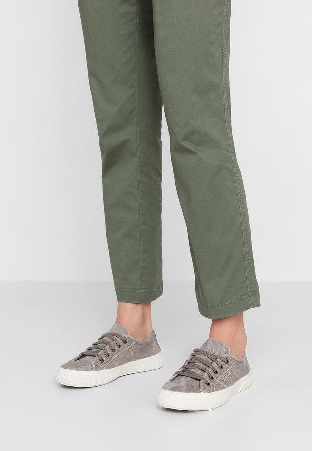Zapatillas - gris carlo