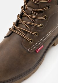 Levi's® - NEW FORREST MID - Lace-up ankle boots - brown/black - 5