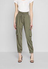Abercrombie & Fitch - JOGGER - Trousers - green - 0