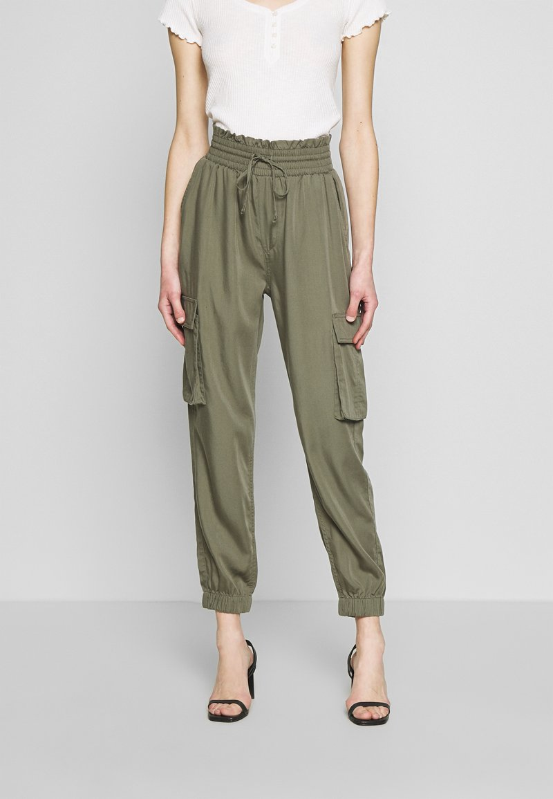 Abercrombie & Fitch - JOGGER - Trousers - green