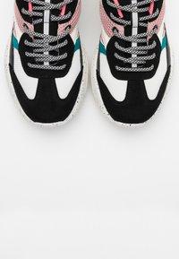 ONLY SHOES - ONLSANNA CHUNKY - Zapatillas - white/black - 5