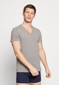 Levi's® - MEN V-NECK 2 PACK - Undershirt - middle grey melange - 1